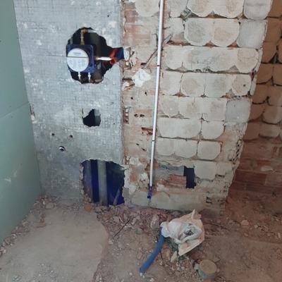 Instalación de toma de agua para inodoro