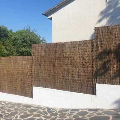 Instalación de muro de bloques, valla electrosoldada y Brezo de ocultación