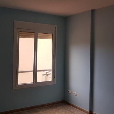habitacion alisada y pintada en azul