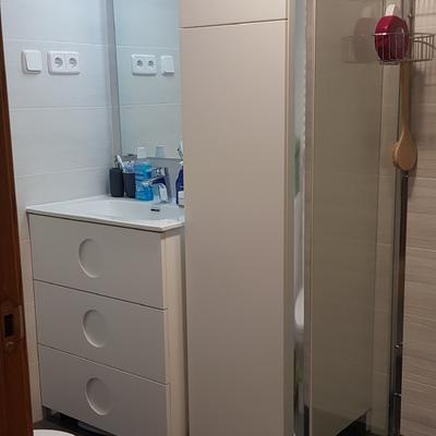 May. 21- Lavabo y mueble escobero en cuarto de baño