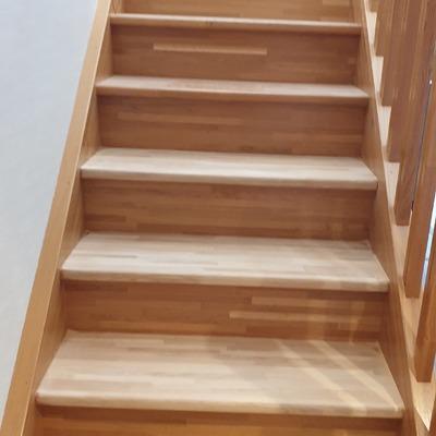 Desgaste y lijado de escalera.