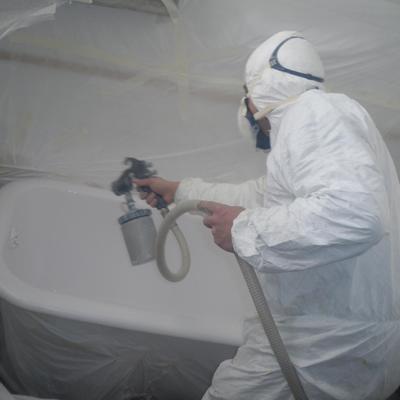 Proceso de esmaltado de bañera