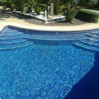piscina gunitada con doble escalera