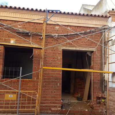 Derribo y Construcción de Fachada de tercia y media