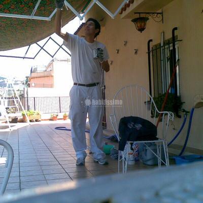 Pintando estructura toldo atico. pi maragall. barcelona
