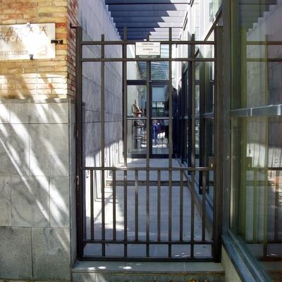 23- Puerta acceso peatonal