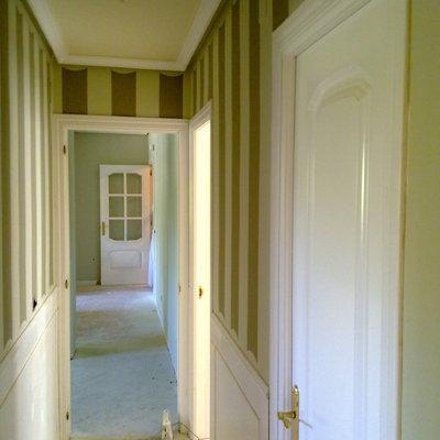 Franjas verticales en pasillo