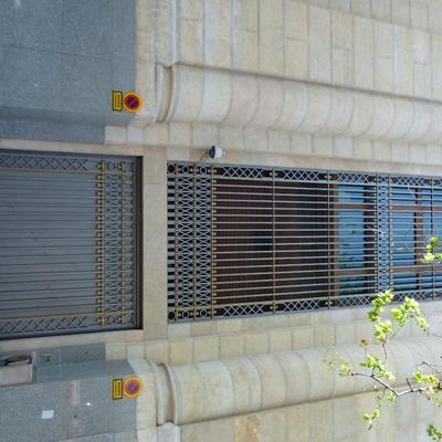 26- Reja y puerta con forja adosada