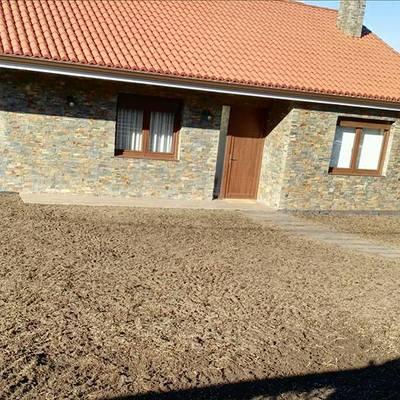 Preparación del suelo para el césped.
