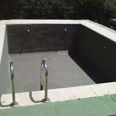 Detalle de piscina impermeabilizada.