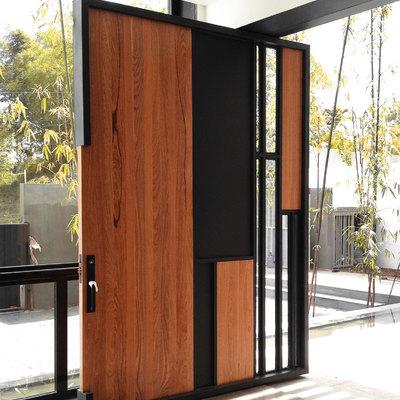 Puerta principal en madera y herrería para una villa (Santo Domingo, República Dominicana)