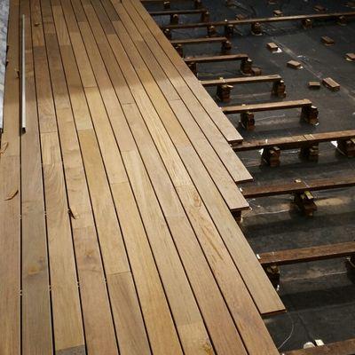 Colocación madera tropical.