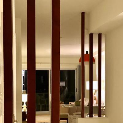 Salón con luz tenue