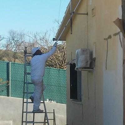 Aplicando priemara capa de pintura pared lateral derecho