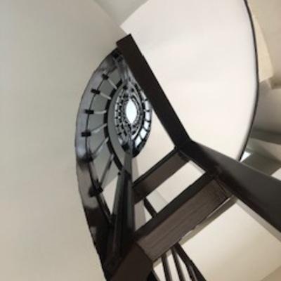 Instalación de ascensor con nuevo desarrollo de escalera en Madrid