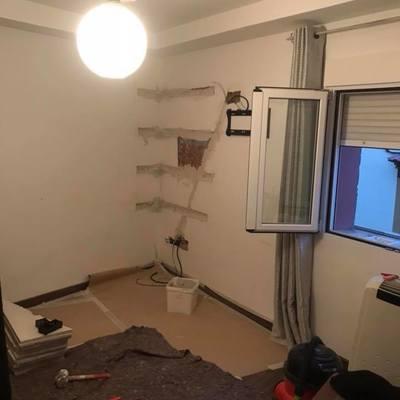 UPGRADE habitacion con baldas y papel pintado al empezar
