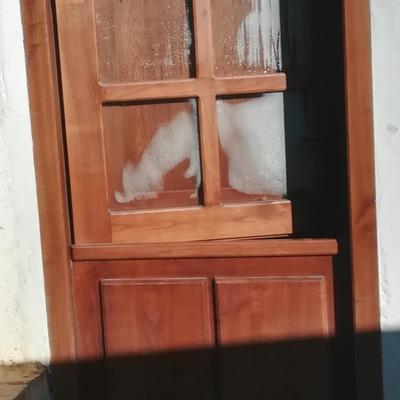 Suministro y colocación de puerta