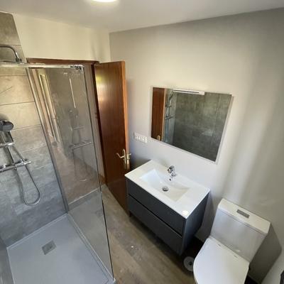 Baño con paredes en pintura