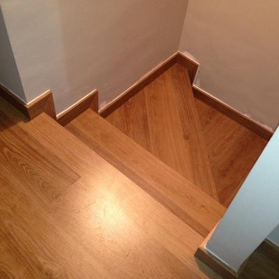 Detalle escalera con eligna quick-step roble
