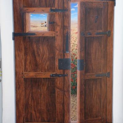 Puerta pintada, Entre las amapolas 01