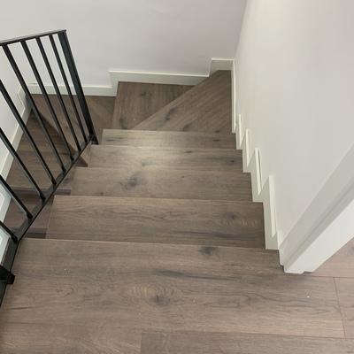 Escalera forrada con parquet laminado