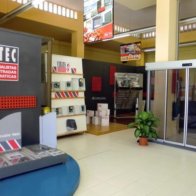 Puertas Garaje, Carpintería Aluminio, Puertas Correderas