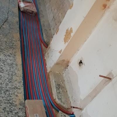Instalacion de calefacción en obra por el suelo
