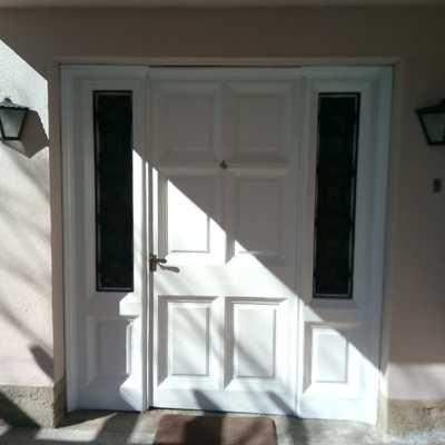 Reparación y Pintura de puerta principal vivienda