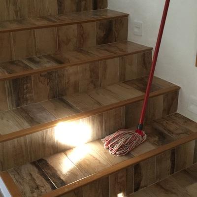 Escalera nueva y liempieza de obra