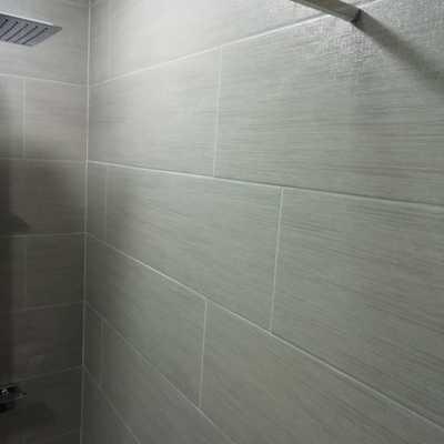 Detalle azulejo rectificado en baño
