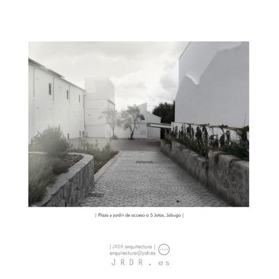 | Plaza pública en Jabugo |