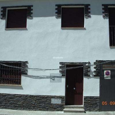rehabilitacion de fachada y carpinteria de forja y pvc.