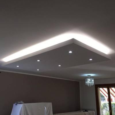 Falso techo en su máxima luminosidad, focos y luz reverse