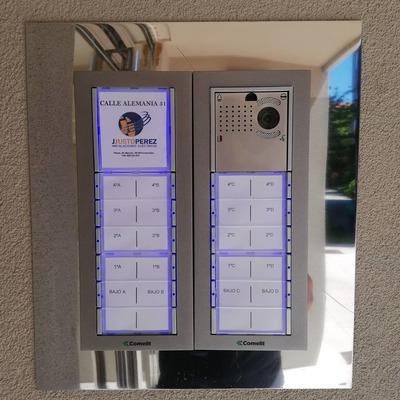 sustitución de telefonillos por videoporteros Comelit en comunidad