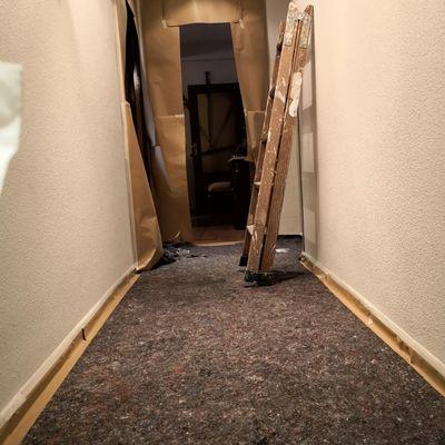 Empapelado y cubierta de suelo para dejar la vivienda inmaculada