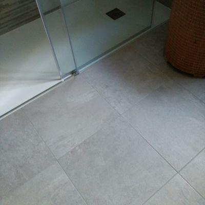 Plato de ducha empotrado para facilitar acceso minusvalidos
