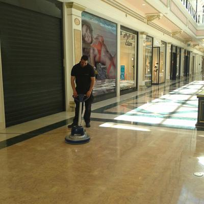 Limpieza en Centro Comercial