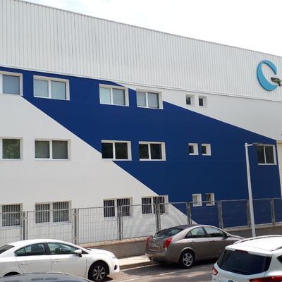 Fachada nave industrial prefabricada DESPUÉS del SATE