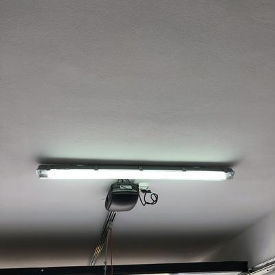 Instalación de pantallas de led en garaje