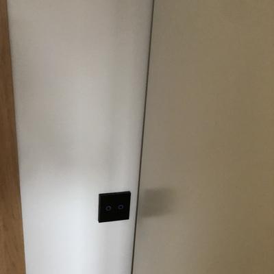 Instalación de vivienda con mecanismos de sensor táctil