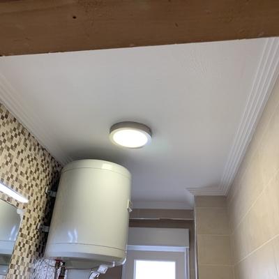 Instalación de donlais de led baño