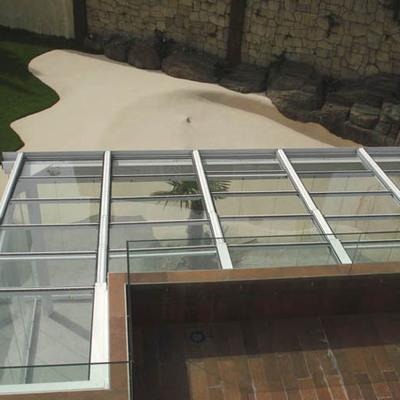 Cerramiento de techo móvil con cristal
