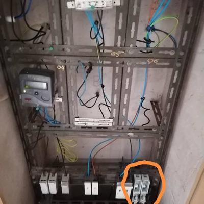 Instalación de fusiblera en armario eléctrico
