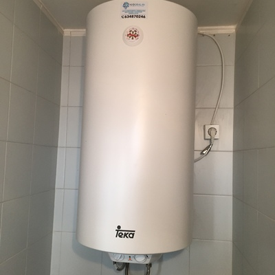 Instalación Calentador eléctrico de 100 litros marca Teka.