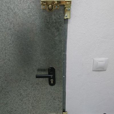 Reforzar puerta de trastero con cerrojo de seguridad