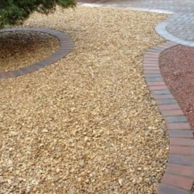 Realizamos diferentes estilos de jardines secos