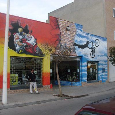 mural tienda de bicis y motos