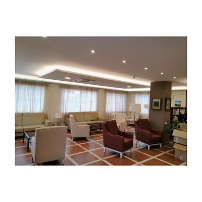 instalación de iluminacion en recepcion de hotel