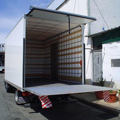 Camion con plataforma