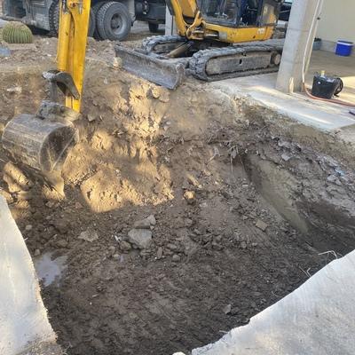 Excavación de piscina.